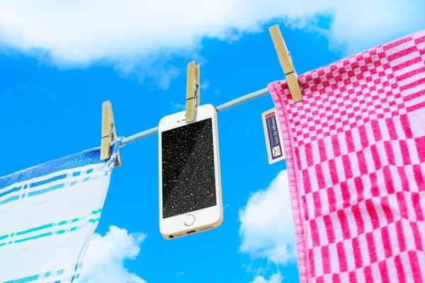 Assurantiekantoor Van de Mheen uit Putten helpt je bij waterschade aan je mobiele telefoon